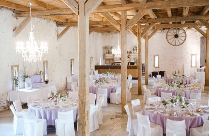 Decoración de boda en color morado y rosa. Fotografía Nadia Meli