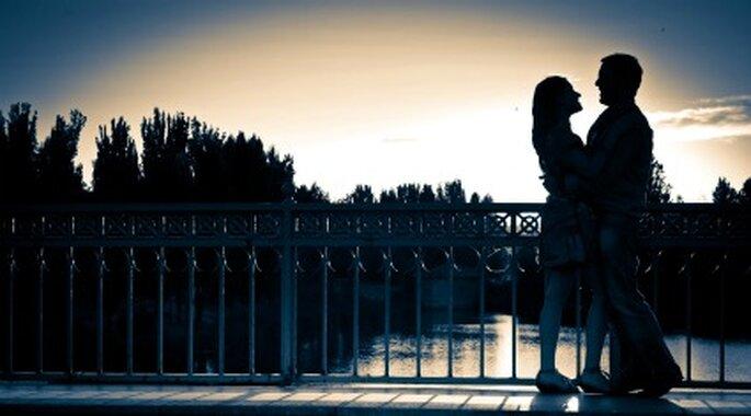 Una pareja en un puente-Foto: Víctor Tomadín