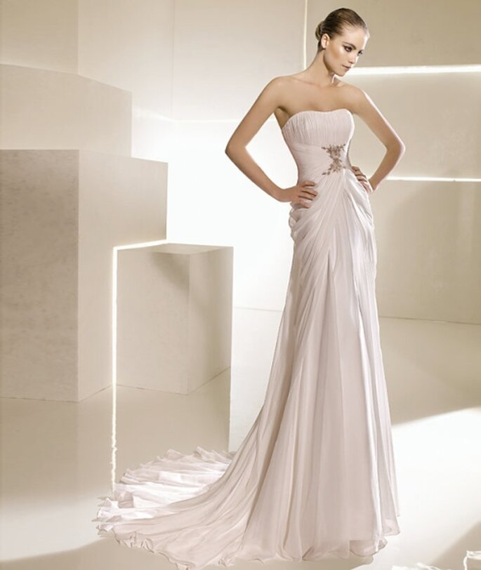 Vestido de novia corte imperio, strapless drapeado. La Sposa