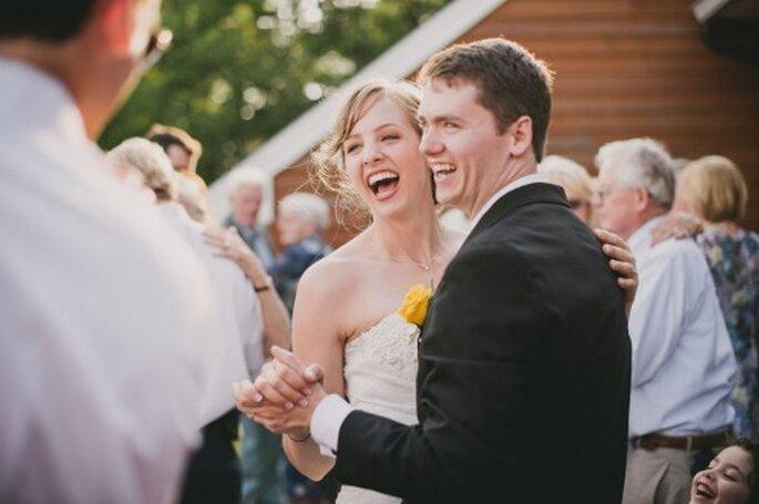 4 tips para escoger la canción para el primer baile de bodas - Foto Alexandra Roberts