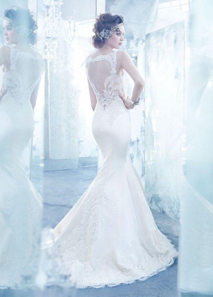 Vestido de novia 2013 con acabado en satén, silueta trompeta, escote ilusión en la espalda y cauda larga - Foto Lazaro en JLM Couture