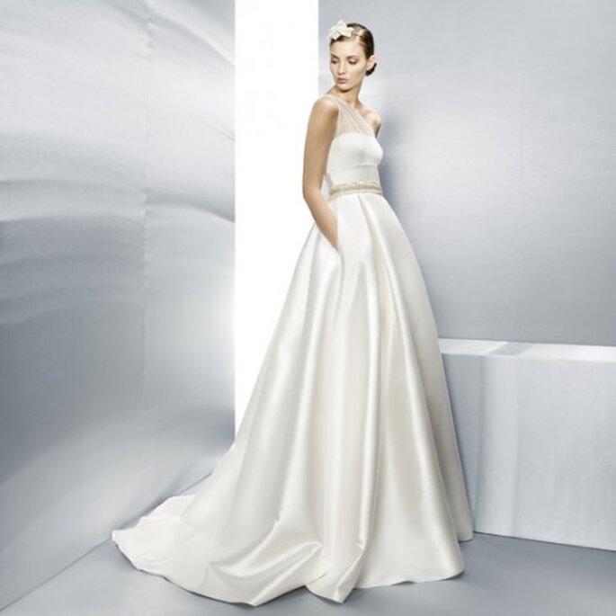 Vestido de novia 2013 corte princesa en color blanco con cinturón y bolsas - Foto Jesús Peiró