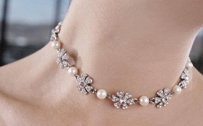 Gargantilla de brillantes y perlas ideal para un vestido strapless