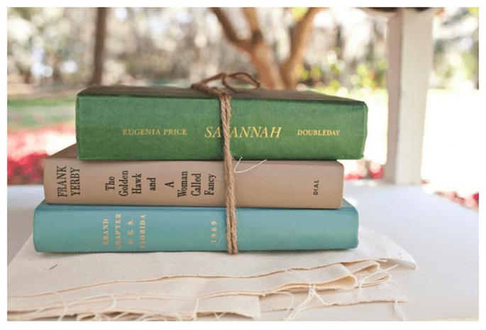 Livres dans la décoration de votre mariage - Photo Ashley Daniell Photography