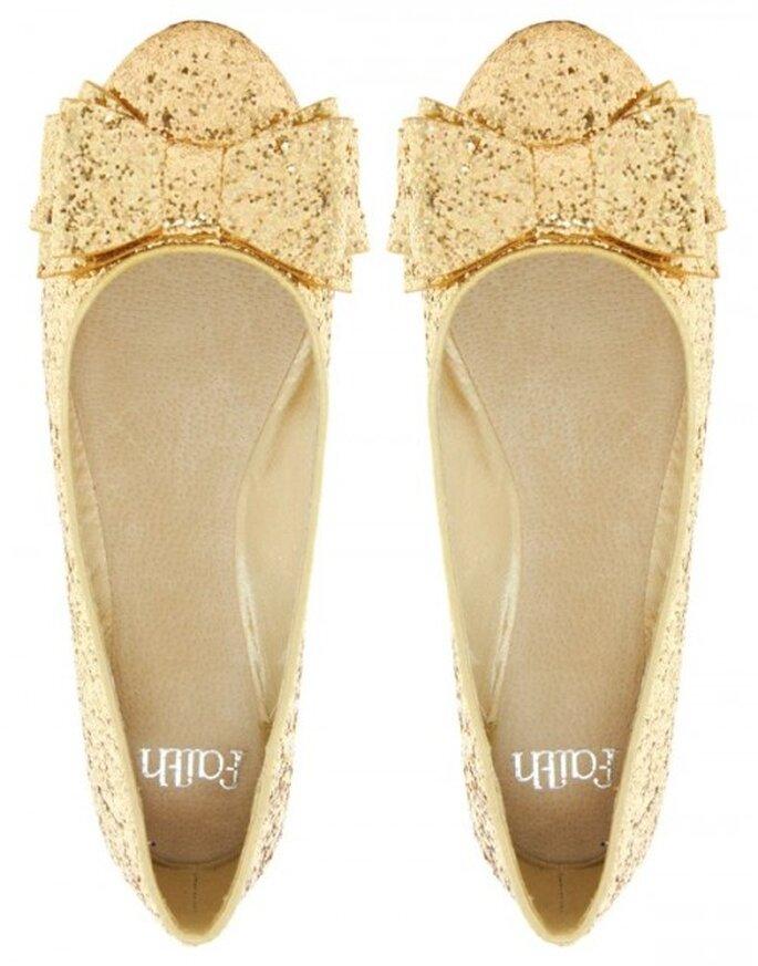 Flats cómodas en color dorado para invitadas de boda embarazadas - Foto ASOS