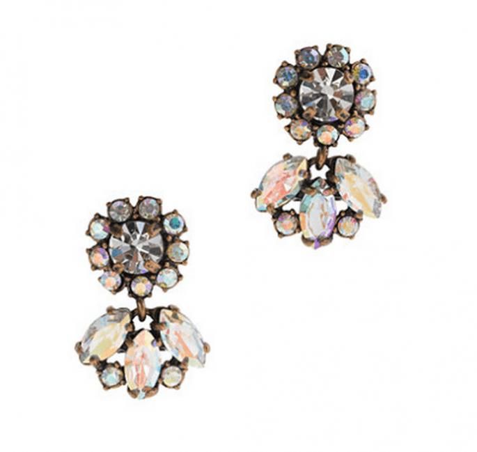 Aretes de diamantes en colores neutros para agregar a tu mesa de regalos Zankyou - Foto JCrew