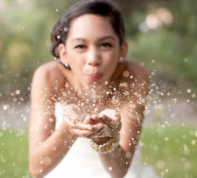 Inspiración en oro para boda. Foto de Natalie Bray Photography.