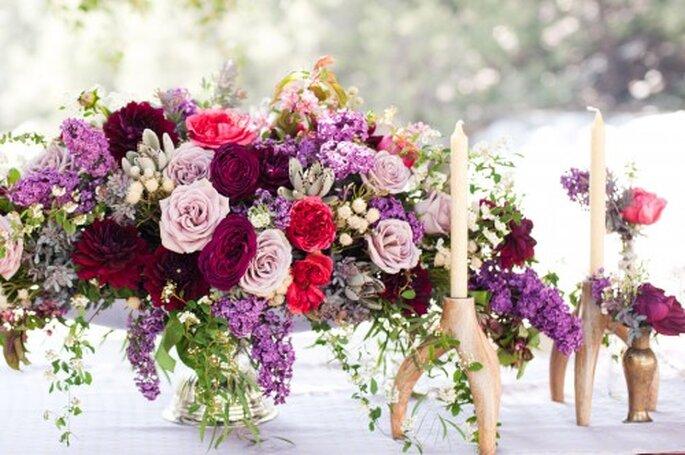 Centros de mesa con flores en tonos intensos - Foto Candice Benjamin