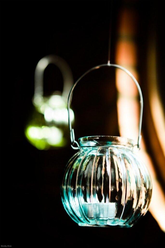 Iluminación con velas en frascos Foto: Moniky Alves.
