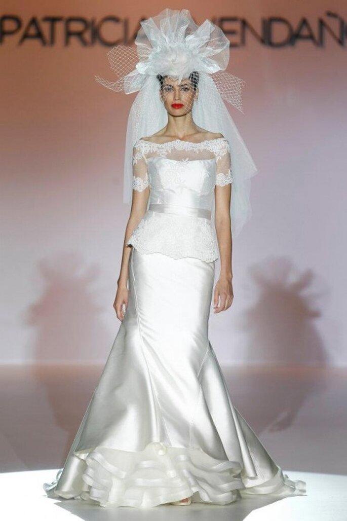 Vestido de novia elegante con manga corta, transparencias y acabado satinado - Foto Patricia Avendaño