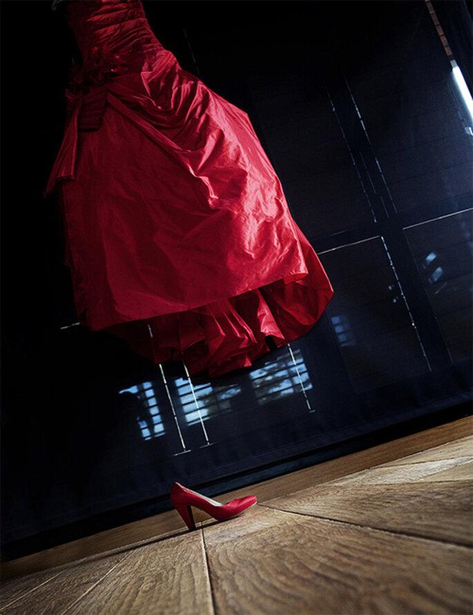La novia lució un espectacular vestido de color rojo. Foto: Puntodefoto