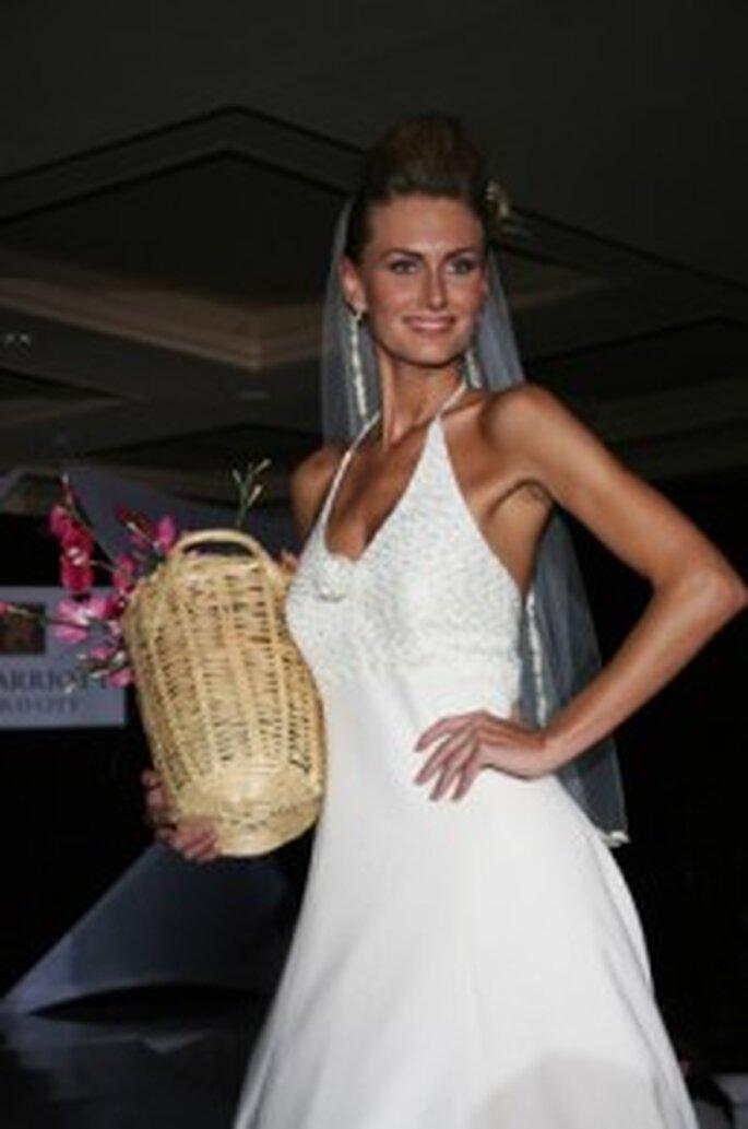Un vestido muy sencillo y casual que incluso podrías utilizar si tu boda va a ser en la costa. Forma parte de esta misma colección