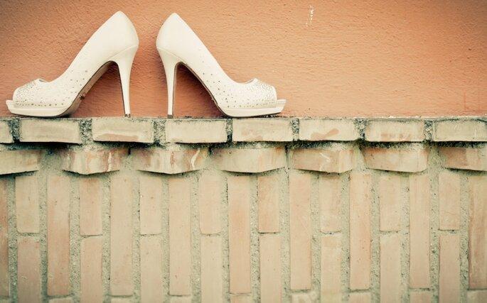 Chaussures de mariée, LE détail sur lequel vos invités se pencheront. - Photo : Adrian Tomadin