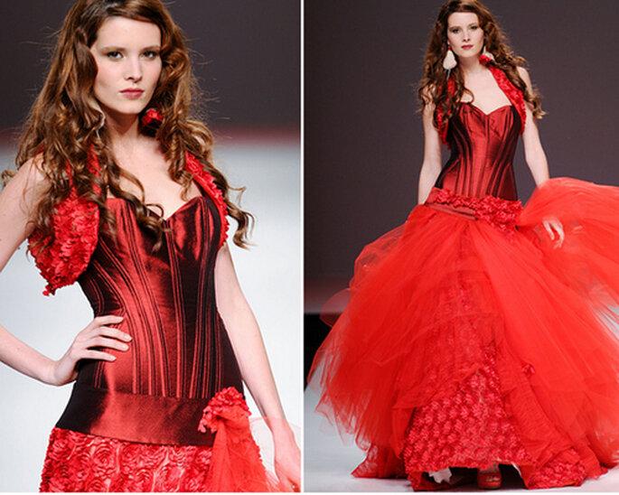 Robe de mariée de couleur rouge avec une jupe bouffante - Photo: Jordi Dalmau 2013
