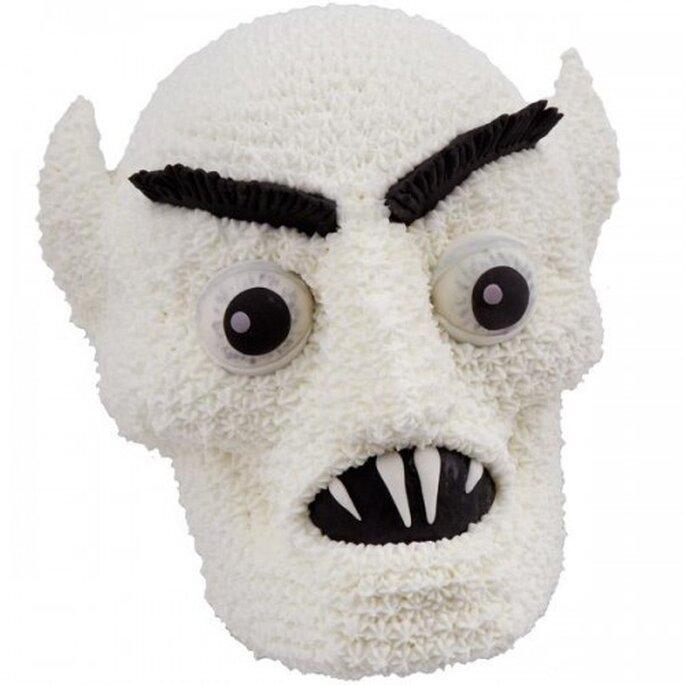 Una cabeza de vampiro Nosferatu para pastel de Halloween. Foto de Wilton
