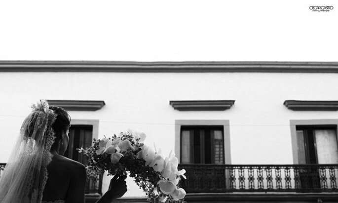 Real Wedding: Estilo, glamour y rosas blancas en la boda de Rossana y Edgar - Foto Oscar Castro