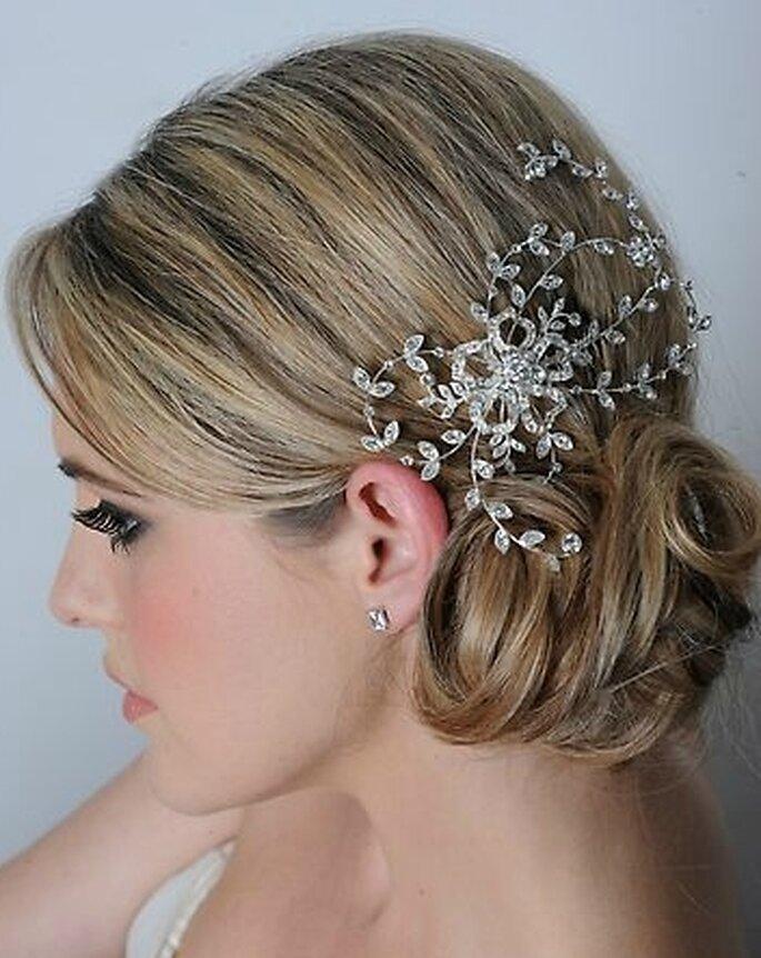 Peinado de novia recogido con tocado de griego