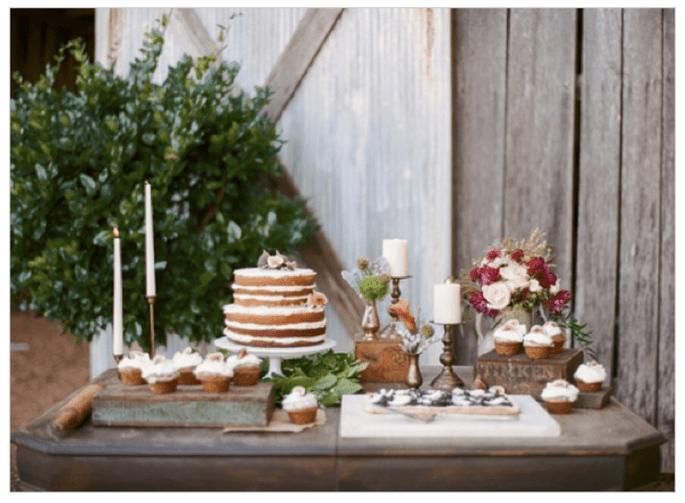La selección con los pasteles de boda estilo rústico - Foto Bamber Photography