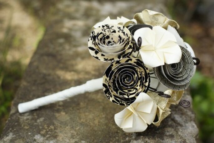 Bouquet de mariée style baroque noir et blanc - Mybohemiansummer.tumblr.com
