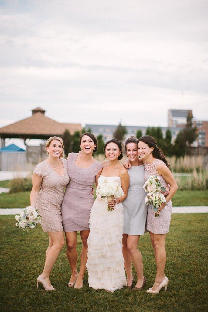 Los colores neutros se convertirán en tendencia para tus damas de boda - Foto Cmostr Photography