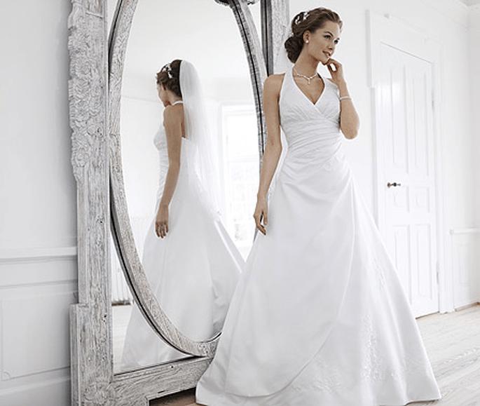 Kollektion 2012 Pure White von Lilly. Brautkleid Modell 08-3109-WH. Preis: EUR 769,00.