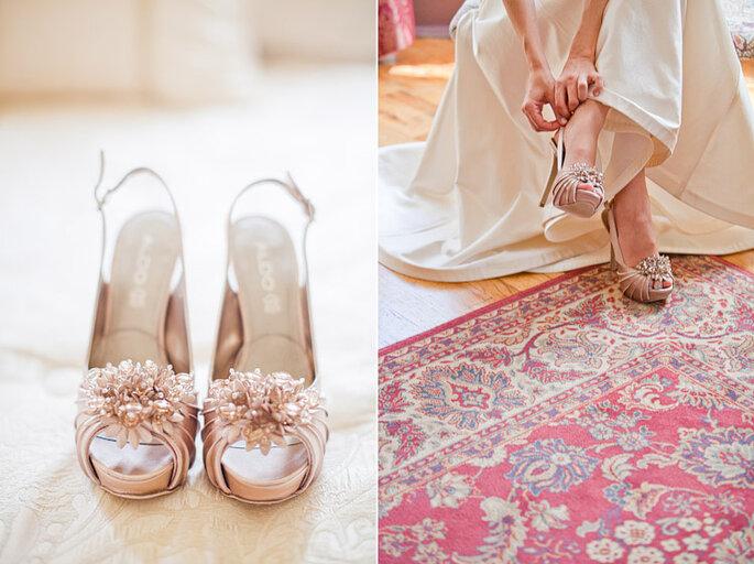 """Zapatos de color """"rosa viejo"""" para novia. Foto: Gabriel and Clarin Photography"""