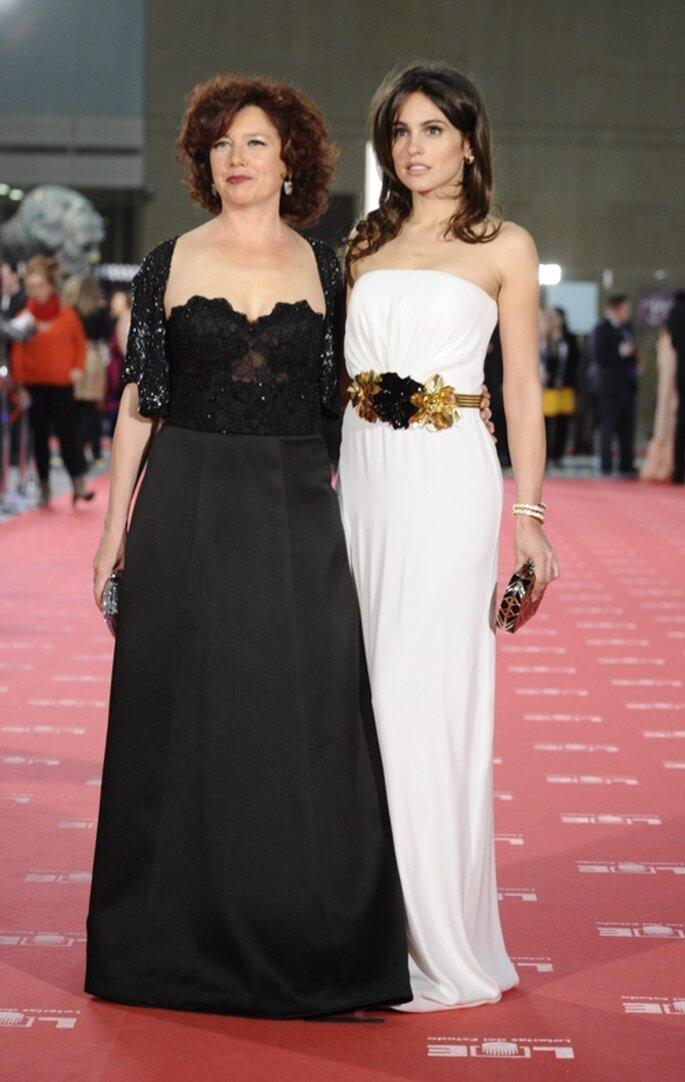 Vestidos de gala en color blanco y negro para madre e hija - Foto: image.net