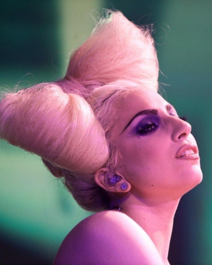 Lady Gaga coiffée d'un noeud de cheveux