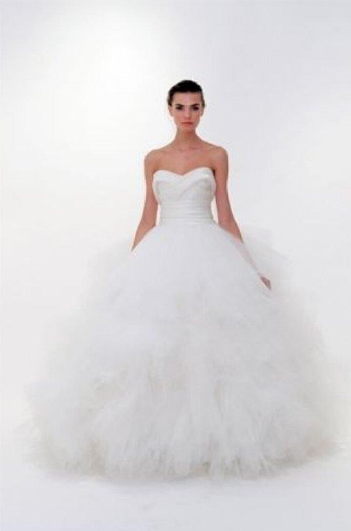 Un modello principessa della collezione Marchesa 2012