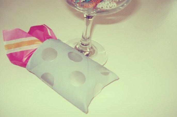 Cómo hacer una linda cajita de regalo para boda. Fotografía Sofía