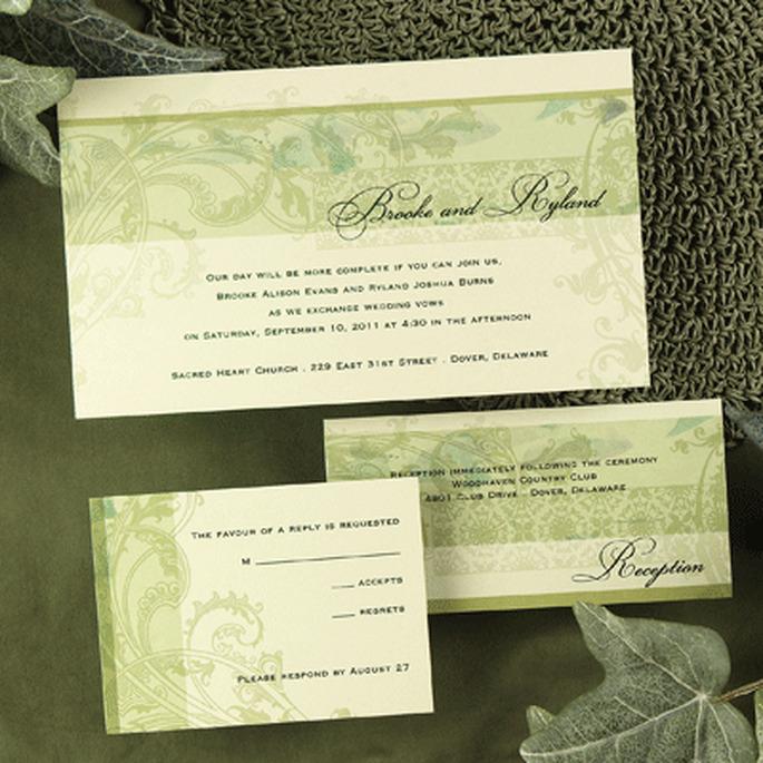 Una invitación en tonos de verde puede seguir una línea tradicional y ser moderna a la vez