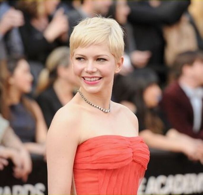 Michelle Williams in a Fred Leighton necklace.