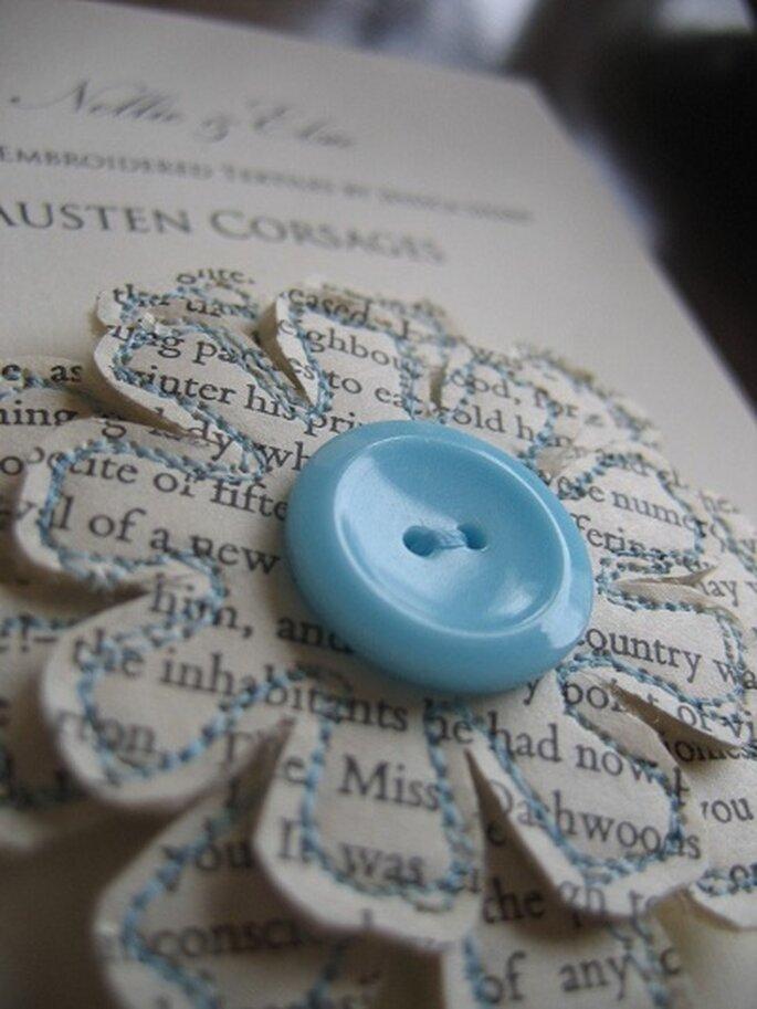 Corsage composto da frasi tratte da Orgoglio e pregiudizio di Jane Austen. Foto: nellieandelsie. www.etsy.com/shop/nellieandelsie