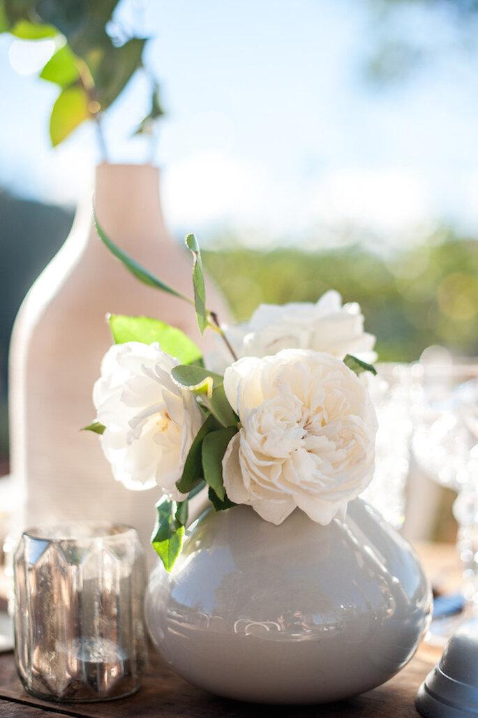 Jarrones y jarras como decoraciones perfectas para tu boda - Foto Melanie Duerkopp