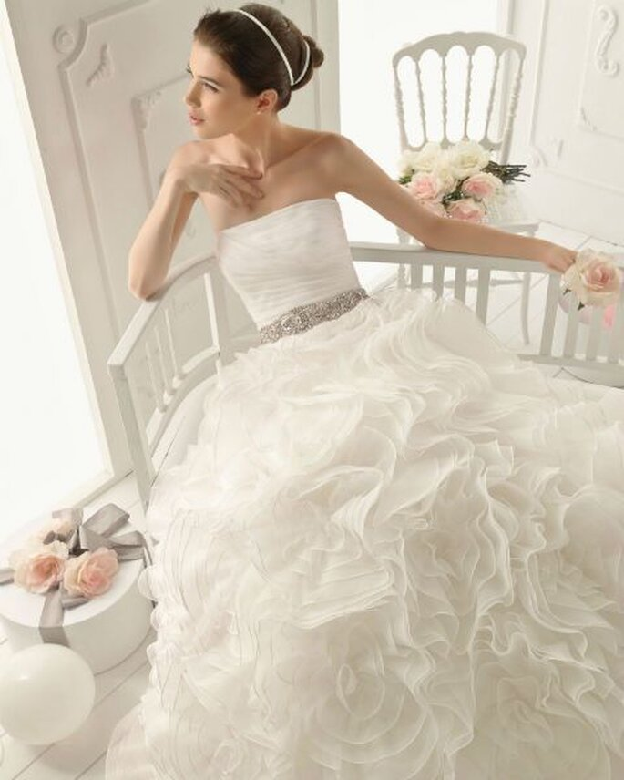 Vestido de novia corte princesa para una novia romántica - Foto Aire Barcelona