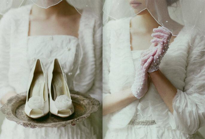 Zapatos y guantes de encaje estilo vintage - Foto: Ruche