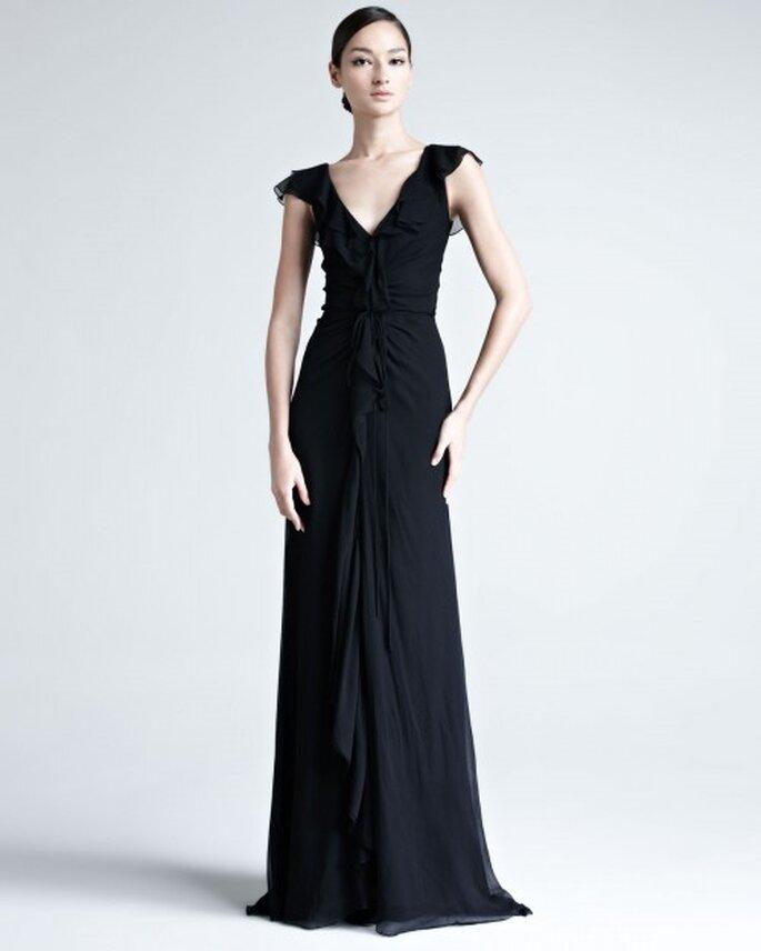 Vestido largo en color negro con mangas cortas y detalles de románticos colados - Foto Bergdorf Goodman