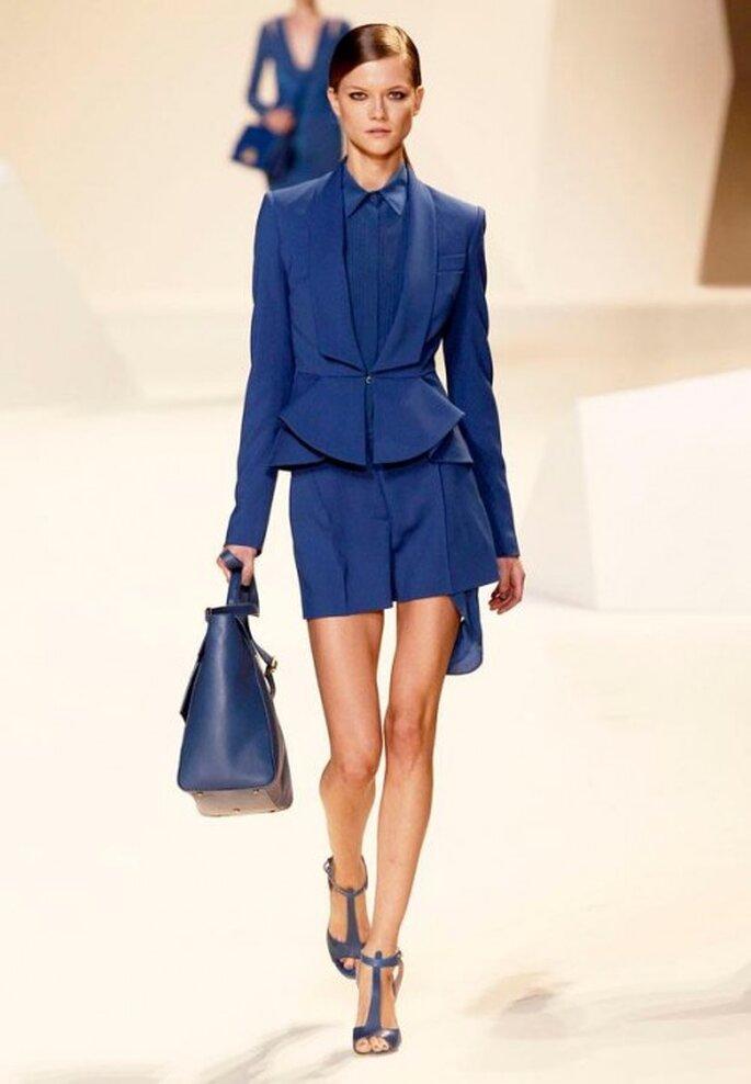 Conjunto de shorts y saco en color azul marino - Foto Elie Saab Facebook