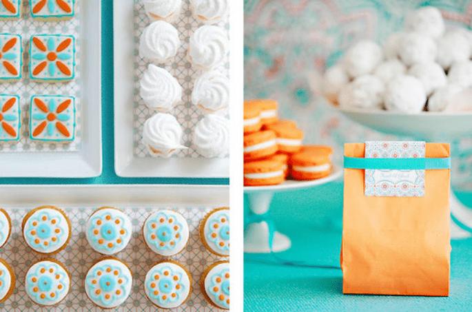 Decoración de mesa de postres para boda en color naranja con turquesa - Foto Amy Atlas