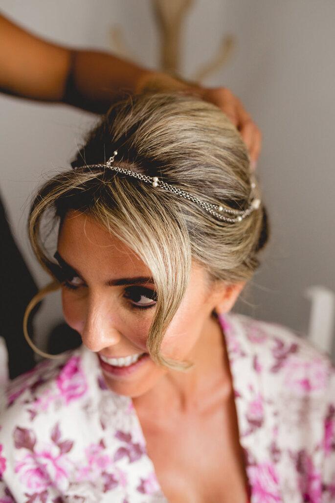Acessório de cabelo da noiva Casa Vasconcellos. Foto: Thrall Photography
