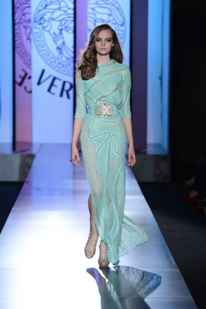 Es gibt reichlich farbenfrohe Kleider mit langen Ärmeln – Foto: versace