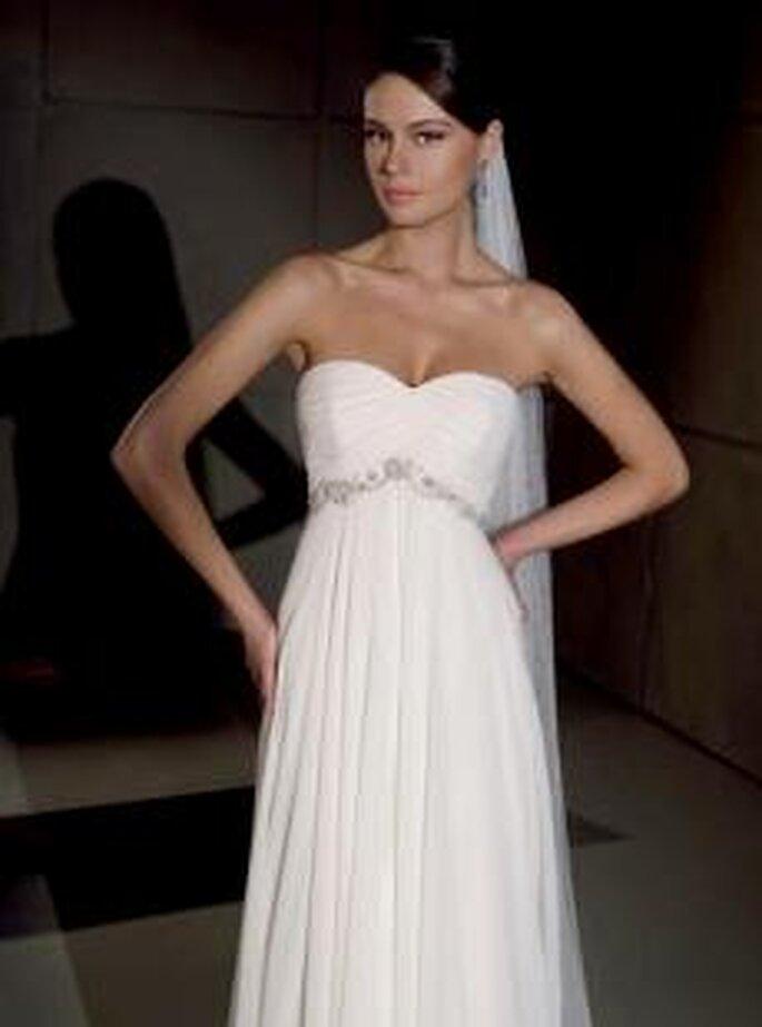 Villais 2010 - Goya, vestido largo en seda plisada, corte imperio, escote corazón