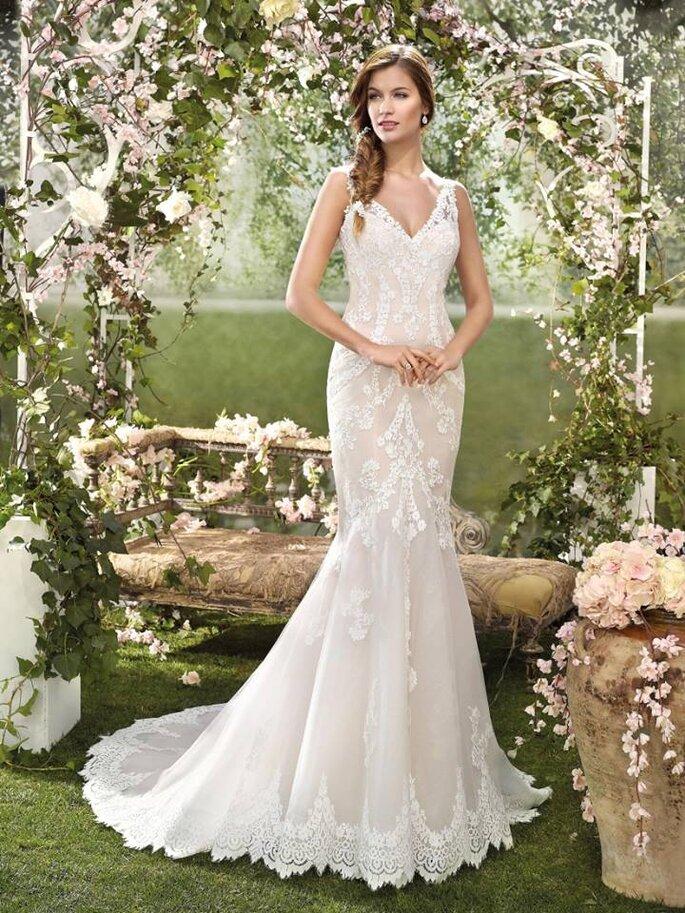 Modelo de Fara Sposa, disponível em Principessa Noivas.