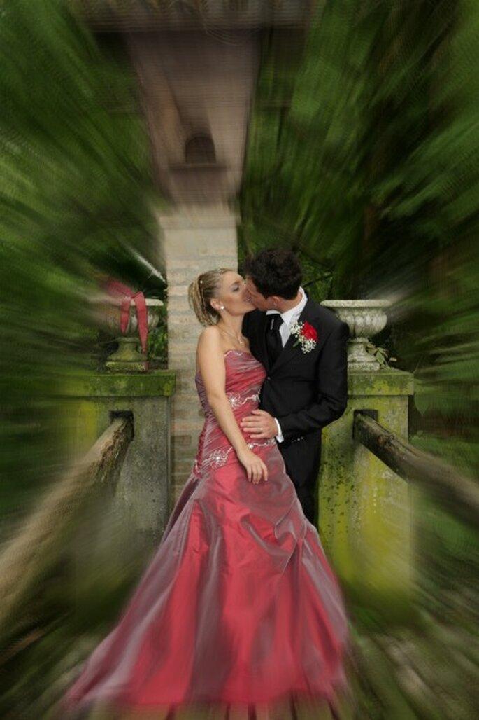 Marianna e Davide in un romantico bacio. Foto di Gianfranco Tadini