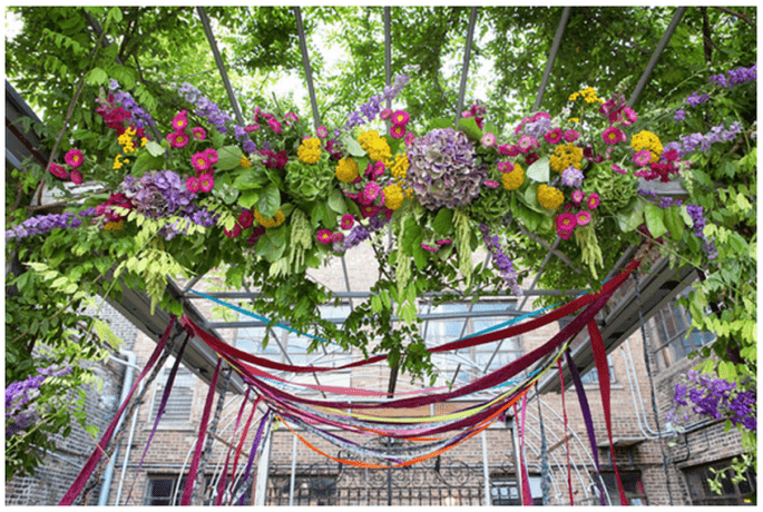 Decoración para una ceremonia religiosa en el día - Foto Jeremy Lawson Photography