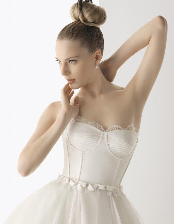 Vestido de novia con corsé, perfecto para estilizar la figura. Foto: Rosa Clará