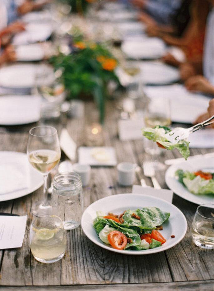 Banquete de boda ecológica. Foto Tec Petaja vía Stylemepretty