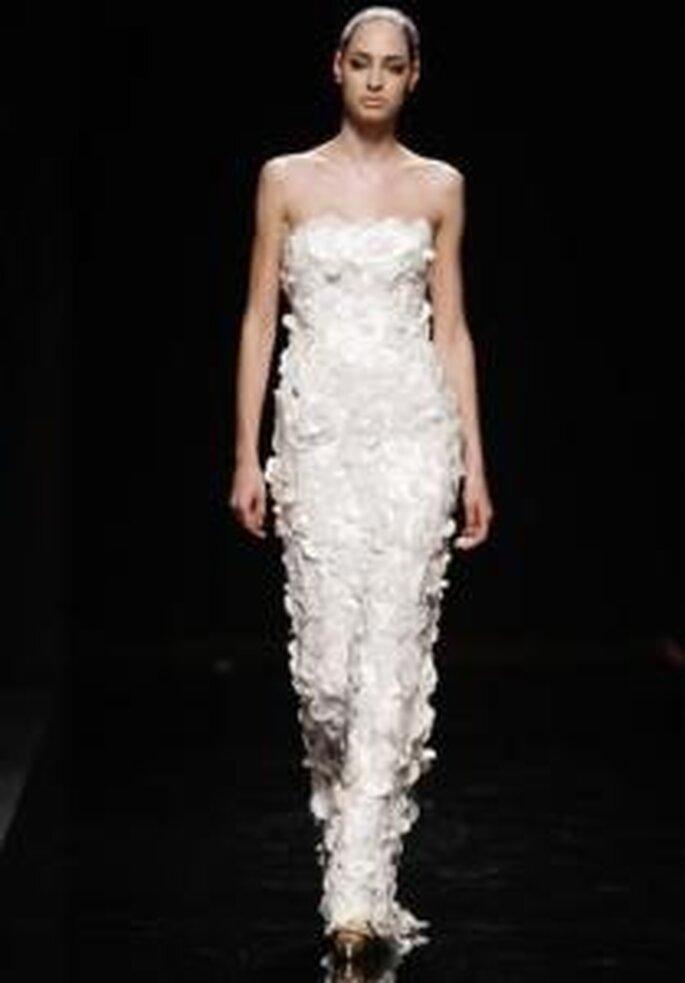 Rosa Clará 2010 - Vestido largo ajustado lleno de volumen, escote palabra de honor
