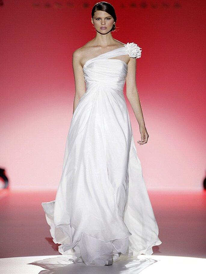 Asymmetrische Brautkleider aus den Kollektionen von 2013 Foto Hannibal Laguna