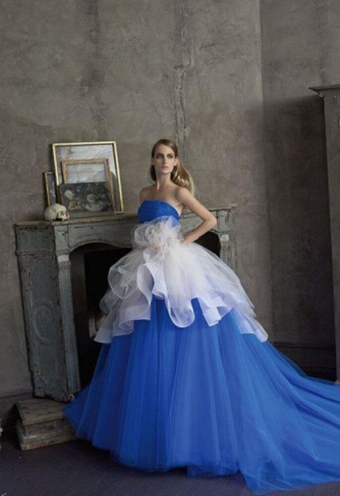 Niebieska suknia ślubna
